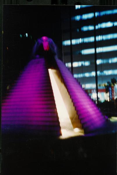 1205紫色金字塔