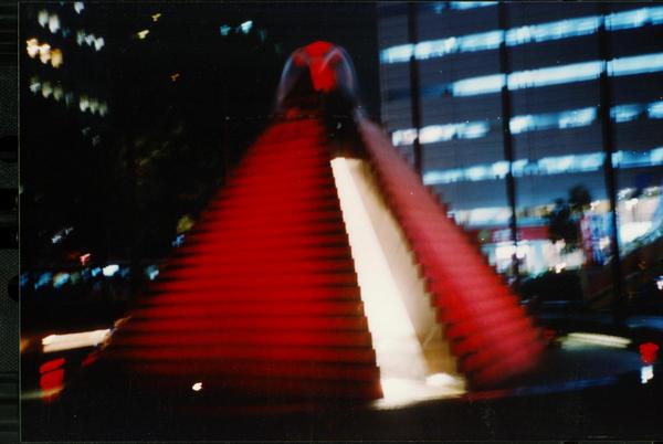 1205紅色金字塔