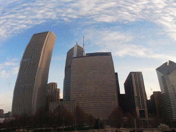 整個city centre都會反射在上面