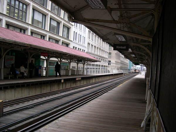 木頭地板車站