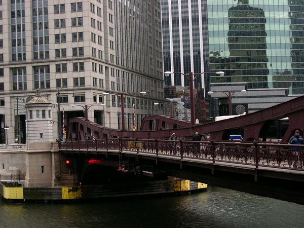 停車場旁邊Frankin Street的橋