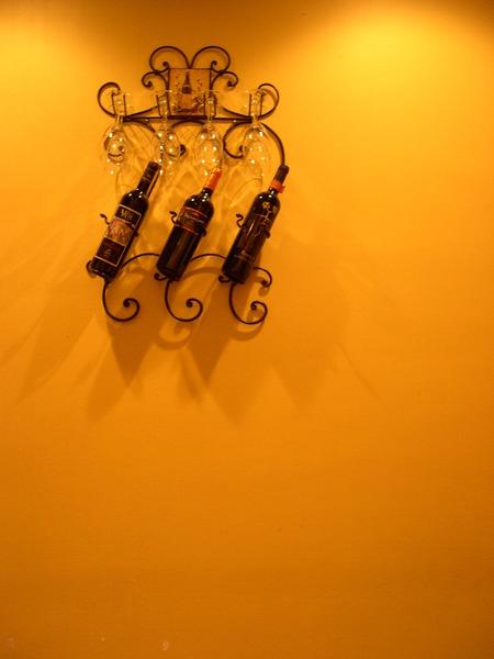 牆上的酒架