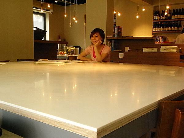 好大的桌子