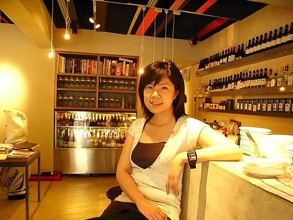 菁菁 beside bar