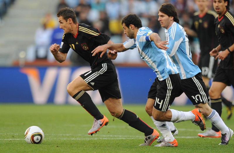 Messi+Klose01.jpg