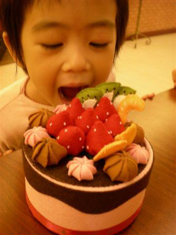 小妹覬覦大貞媽的蛋糕盒