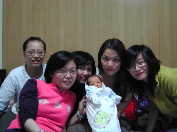 左起又綺媽、小翠姐、熊阿姨、蘋果阿姨及gina姐姐