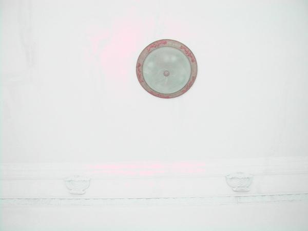 吳園門口天花板燈