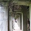小吳哥寺有壁畫浮雕的長廊