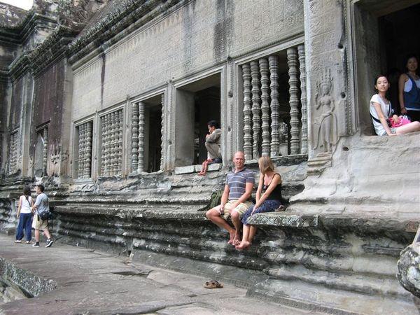 小吳哥寺休憩的觀光客