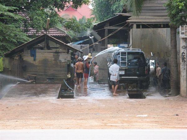 很多人服務的洗車場