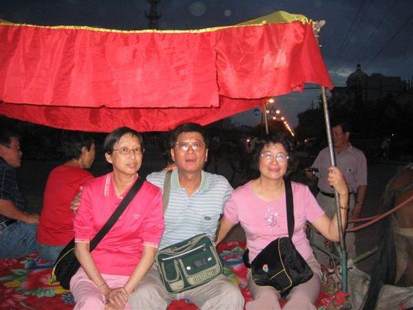 坐馬車遊吐魯番夜市