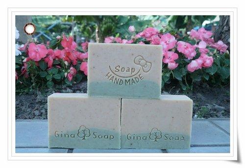 #121 玉容散手工皂(半乳皂)