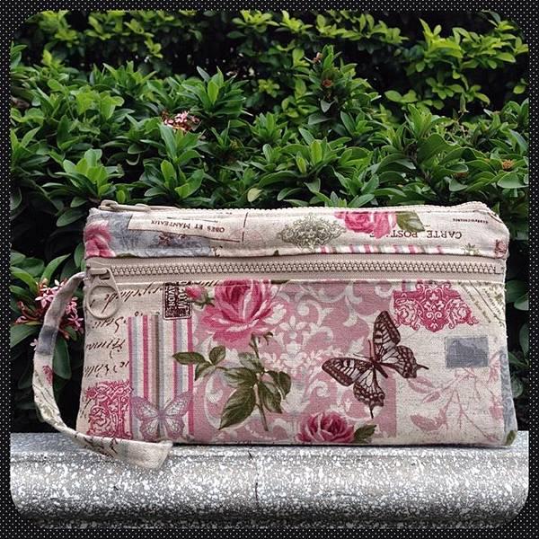 粉紅玫瑰三拉鍊雙層手拿包(正面)