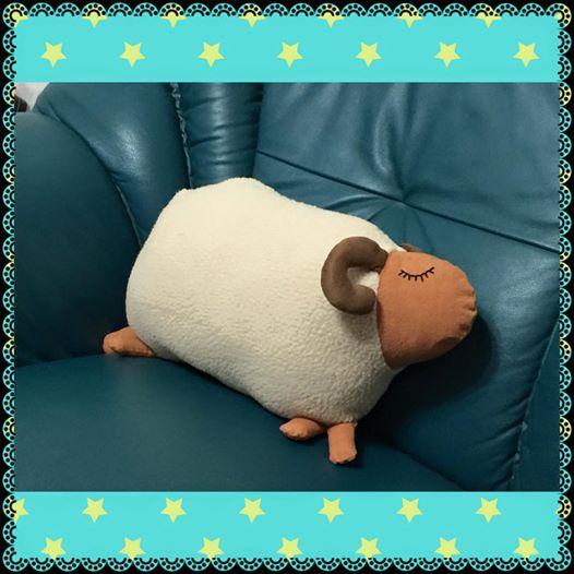 羊咩咩抱枕