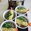 炸蝦蕎麥麵耶~這是這次來日本第一次吃到蕎麥麵。