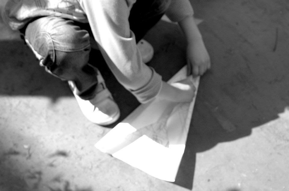 顛倒日紙飛機
