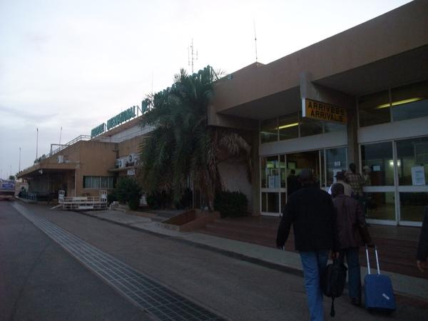 抵達OUA機場.JPG