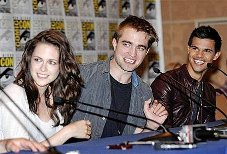sdcc-2011-details-breaking-dawn-1-clips.jpg