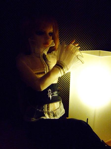 跟我的桌燈...