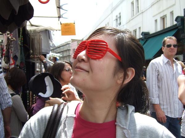 銅樣詭異眼鏡的楊子