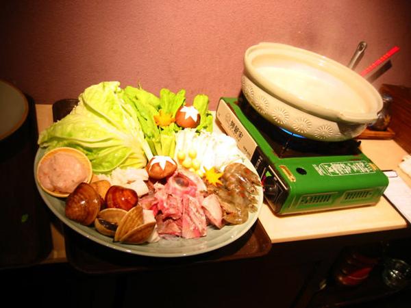火鍋的鍋和食材