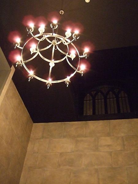 這是lobby天花板上的燈