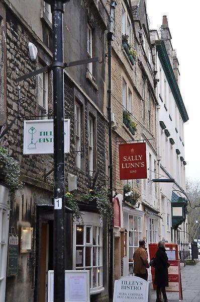 繞來繞去終於來到了有名的sally lunn麵包店!