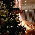 聖誕樹上面有毛毛球