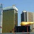 從淺草車站旁邊拍的清楚點的啤酒大樓和金色屎屎