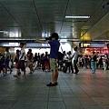 20100713 在台北車站捷運站的人潮