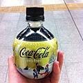 車站內的雜貨店賣的手榴彈聖誕可樂!