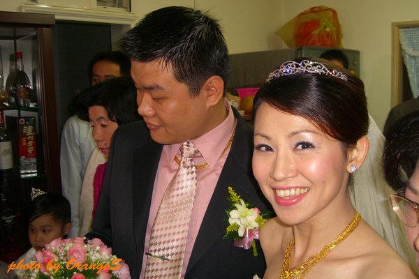 猛看鏡頭的新娘