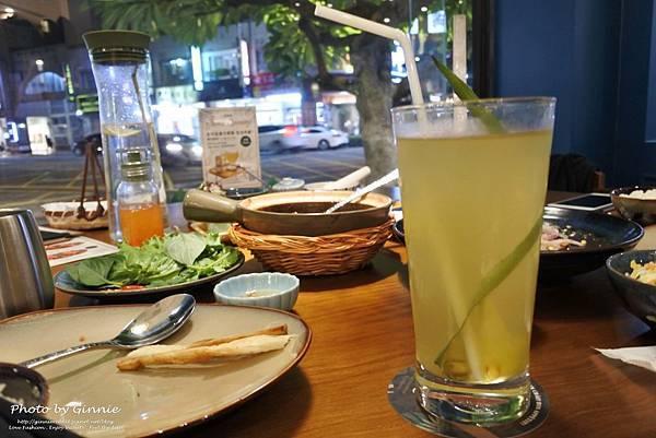 沐越 台中公益店 熱帶鳳梨綠茶