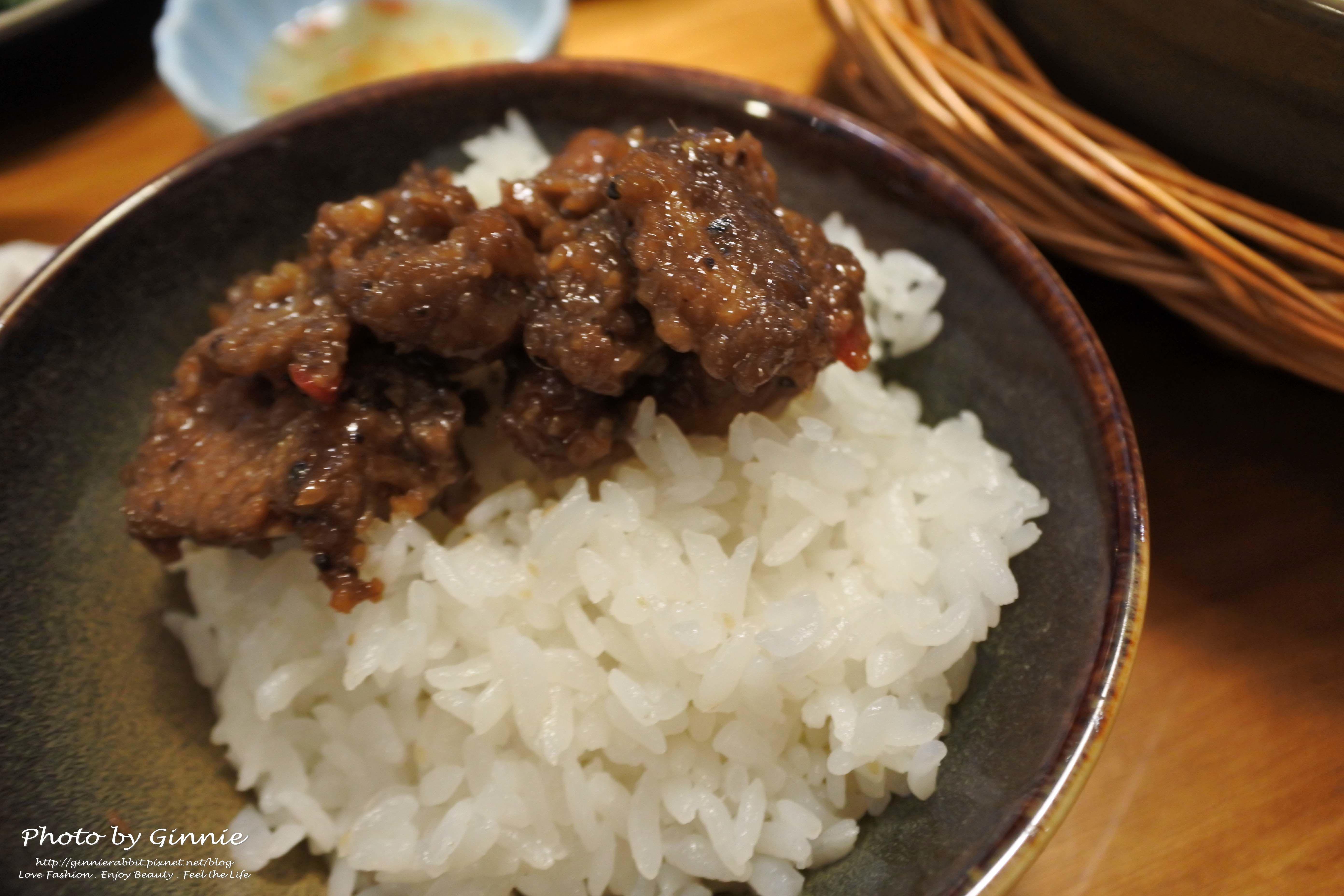 沐越 台中公益店 焦糖瓦鍋豬肉
