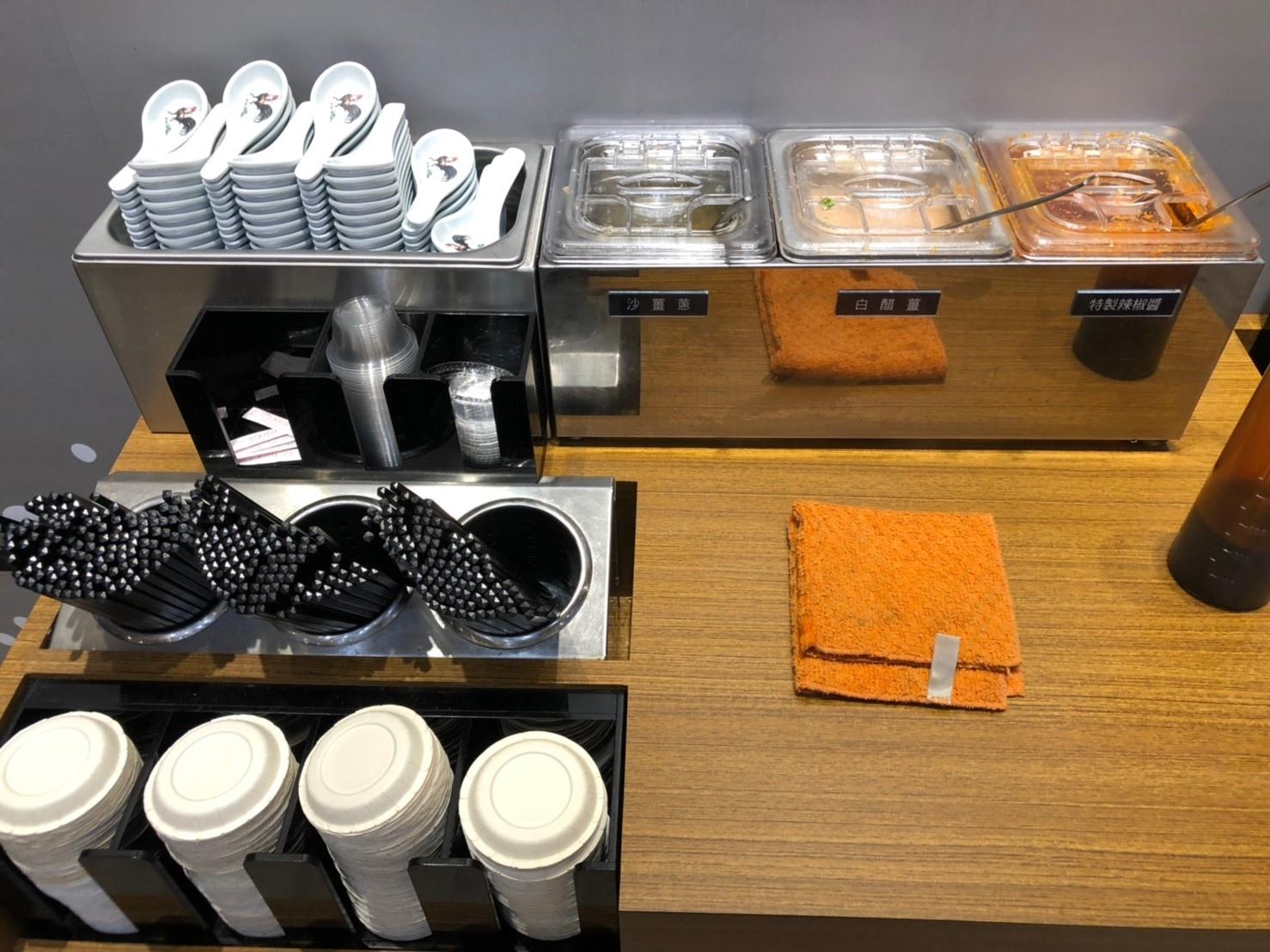 海記醬油雞 台中公益店 醬料台