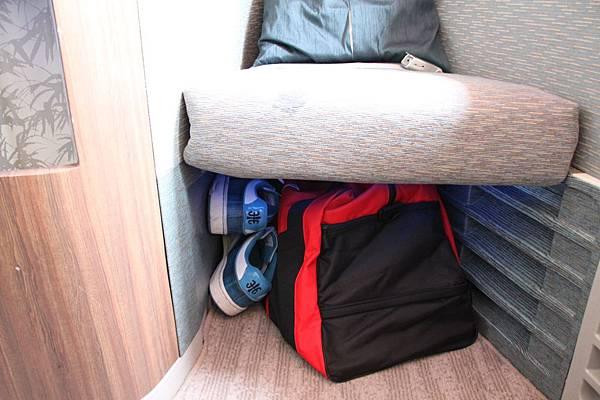 前方「秘書」座位下置物空間也超大
