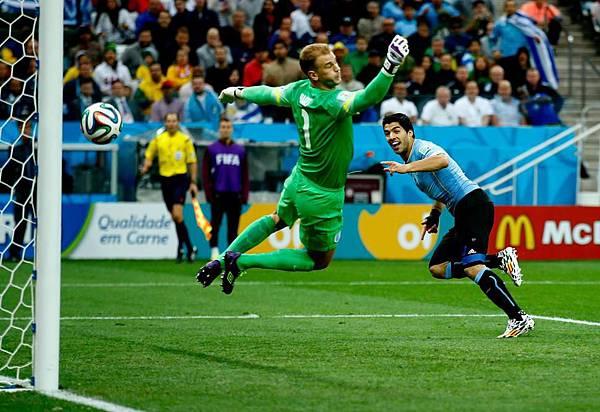 Suarez scored to England