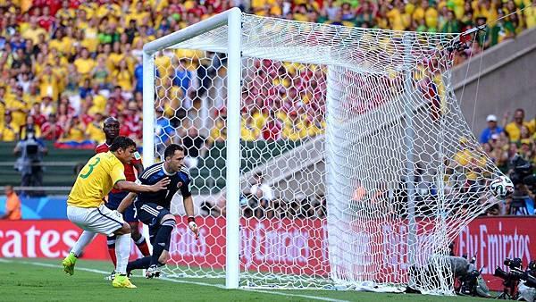 Thiago Silva scores