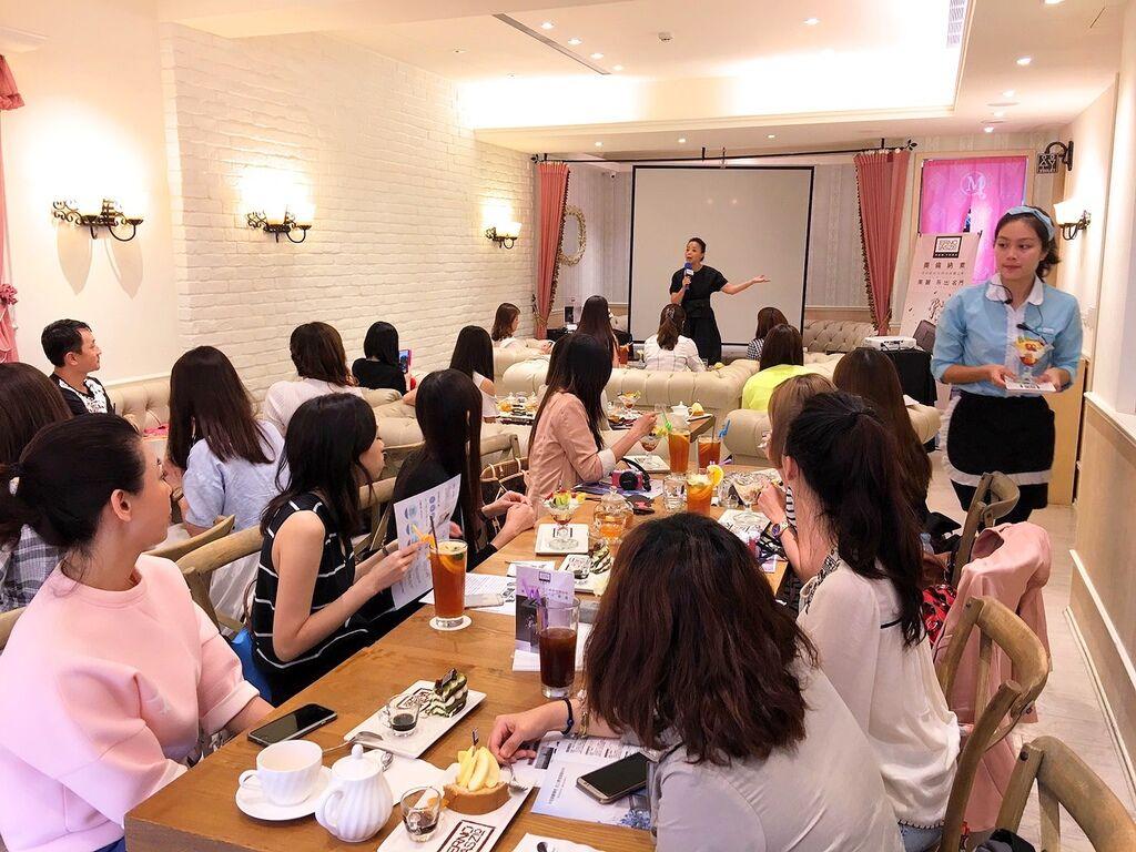 20160427ERNO LASZLO Blogger Gathering2_Fotor