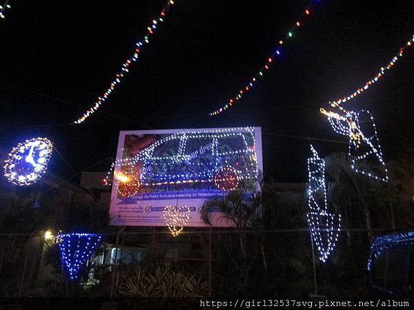 107.12.12~城裡的聖誕節裝飾 (1).JPG