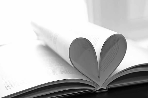Closeup_Book_Heart_435844
