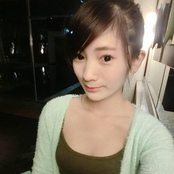 九頭身氣質 正妹 何妍萱