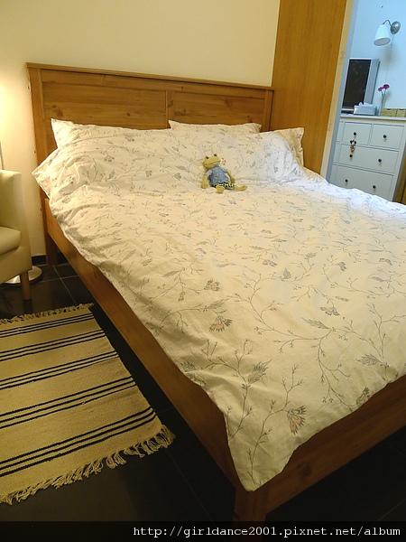 很新的IKEA床架,