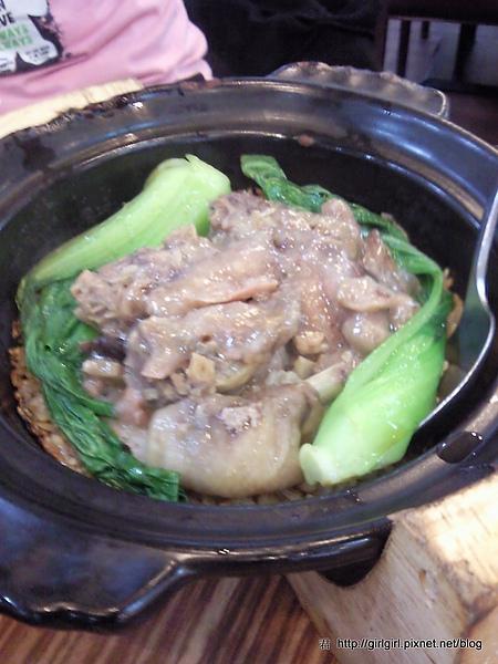 蒜香雙菇雞煲仔飯