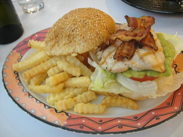 炭烤雞肉培根酪梨漢堡