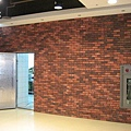 餐廳內部-4,這面牆大概還沒鋪好?