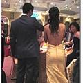 我發現每個新娘很愛露背,等我結婚也一定要露!!