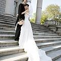 攝影師: 新娘!!!你的手又擺在哪了!!??