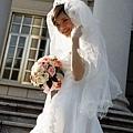 攝影師: 新娘~你手的青筋也太明顯了...